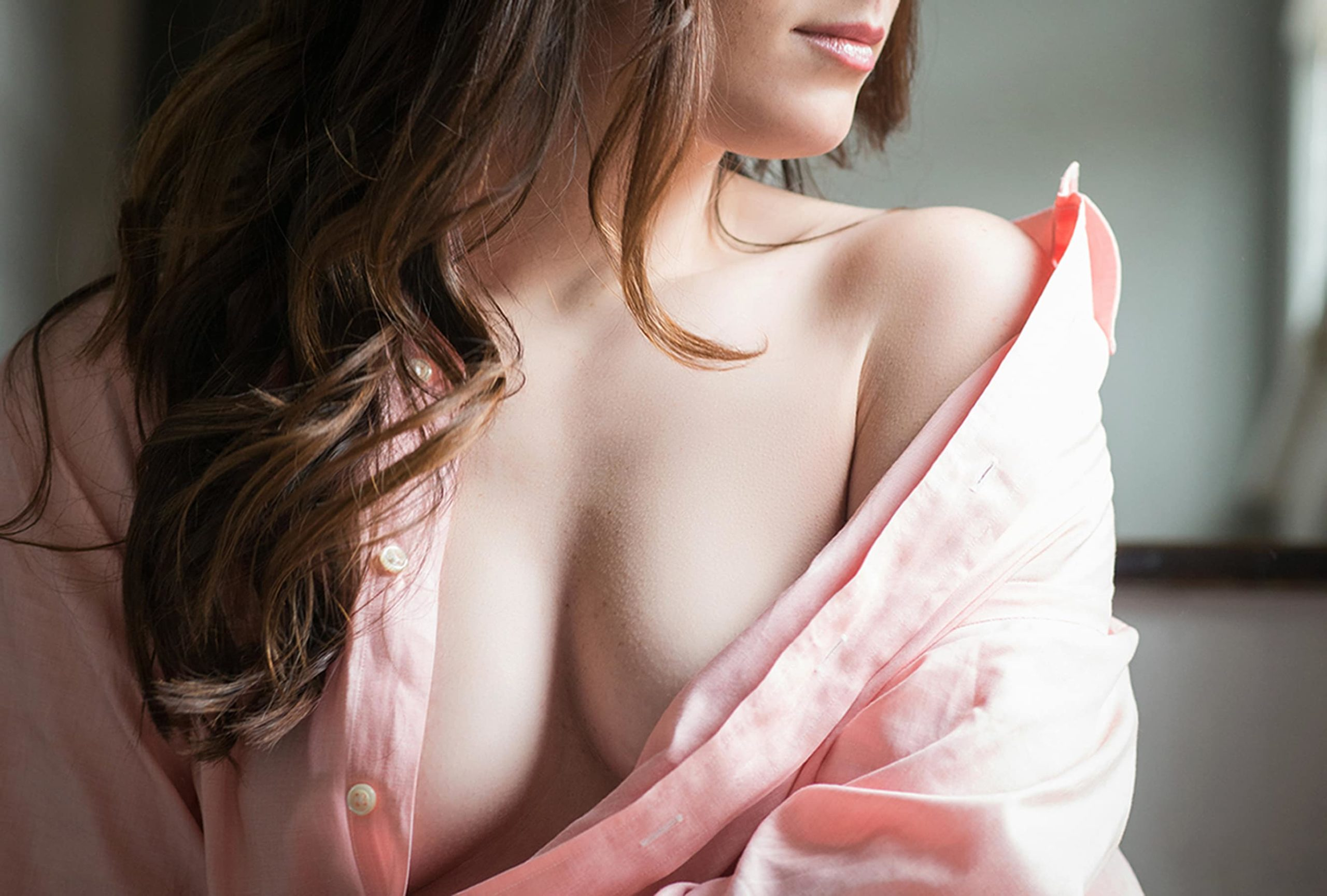 la-femme-boudoir-photo-shoot-openshirtcleavage